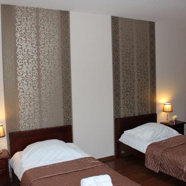 Pokój dwuosobowy z dużym łóżkiem
